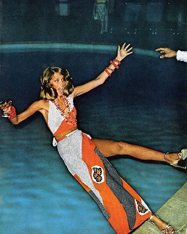 Fall into the weekend! #cheryltiegs / @voguemagazine #helmutnewton - 1973 . . . . . . . . . #pictureoftheday #lifestyle #photography #fashion #fun #weekend #legend #model #strong #pool #summer
