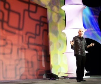 Tom addressing 3500 graphic designers at the 2009 HOW magazine conference.