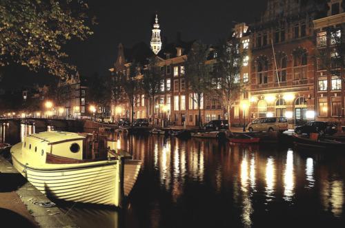 cityneonlights :     source:  photographer | Amsterdam