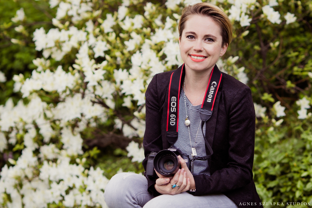 female holding digital camera | cleveland ohio portrait photographer