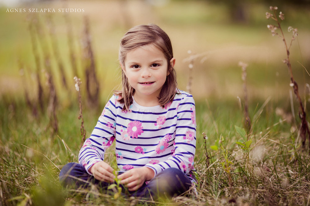pretty short hair girl on grass | cleveland ohio family photography
