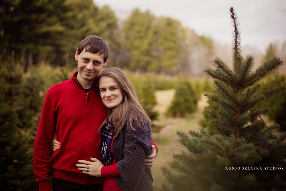 husband and wife christmas tree farm | cleveland OH family portraits