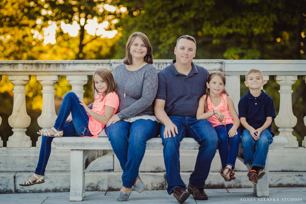 three siblings and parents on bench | cleveland ohio family photographer