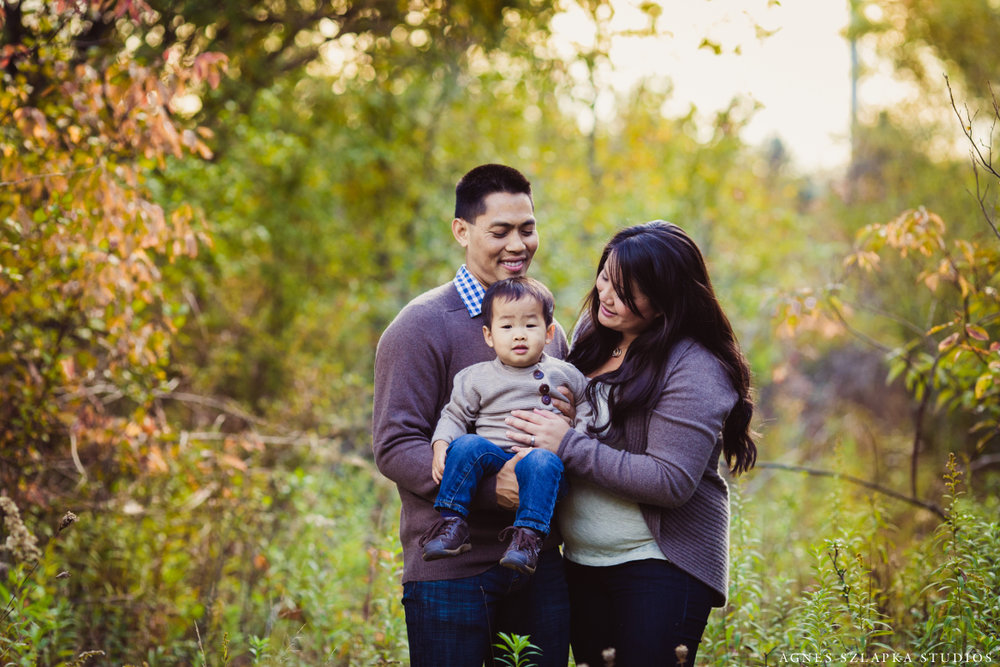 mom and dad with toddler son fall pictures | cleveland ohio family lifestyle photographer