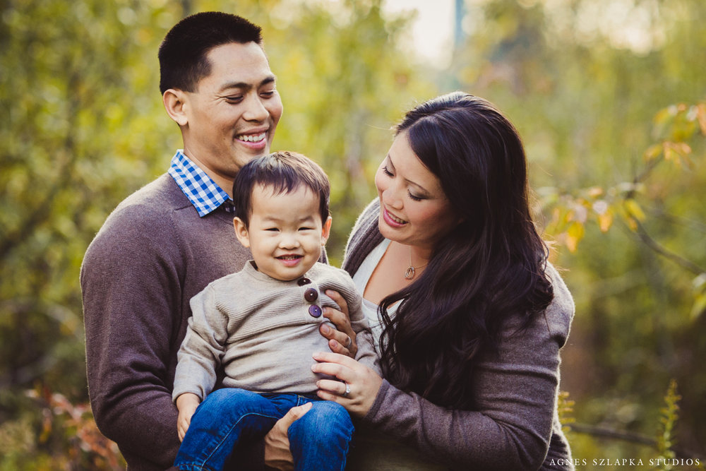 family of three with smiling toddler boy | cleveland ohio portrait lifestyle photographer