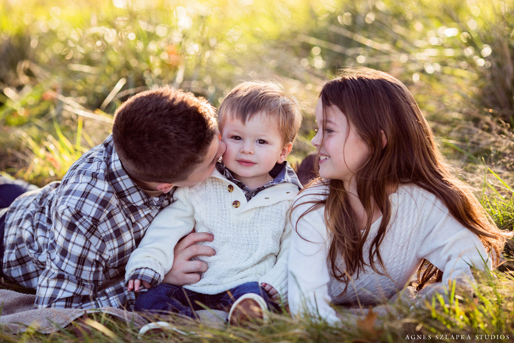three siblings with baby bother | cleveland, ohio lifestyle photographer