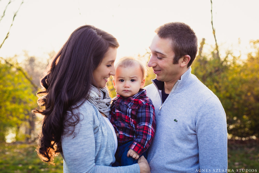 family of three with baby in between parents | cleveland, ohio kids lifestyle photographer