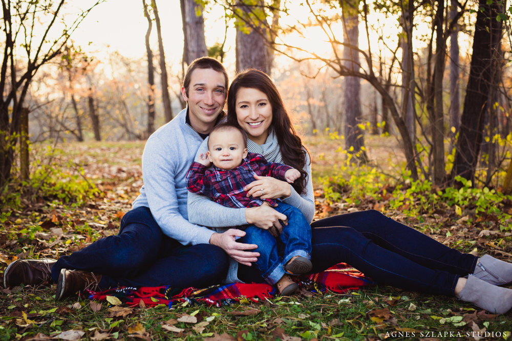 parents with infant son sitting on blanket | cleveland, ohio family photographer