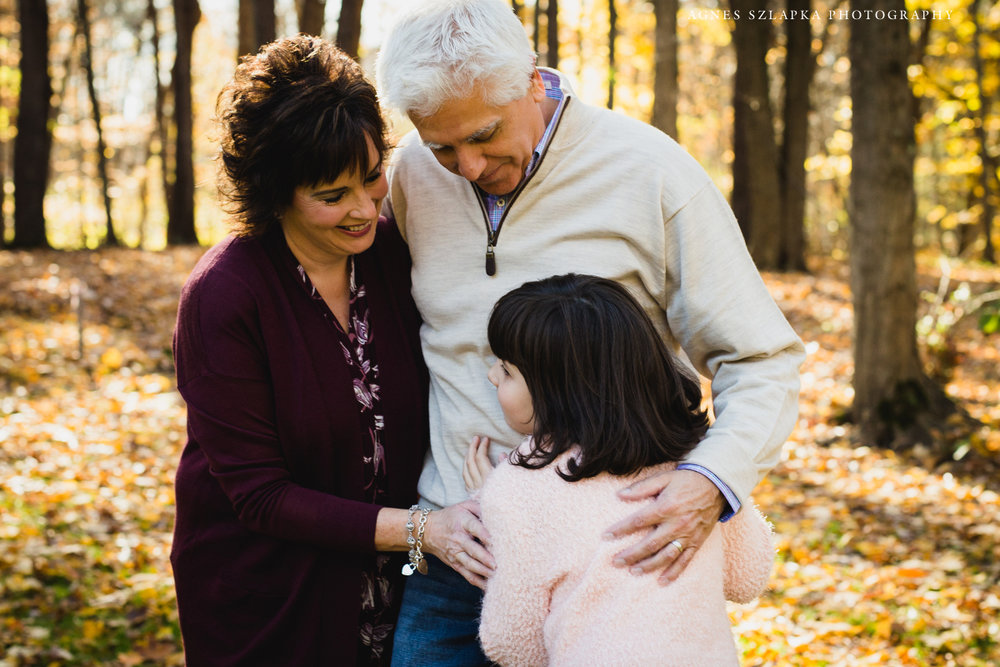 parent with young daughter hugging | cleveland, ohio family photography