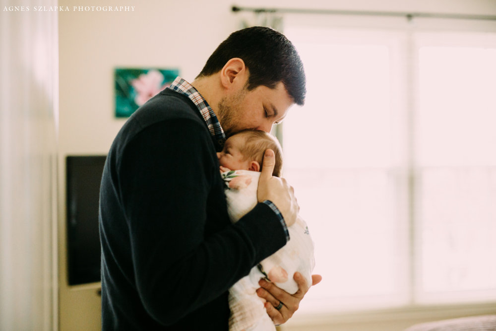 daddy hugging close infant child | cleveland, ohio newborn lifestyle photos