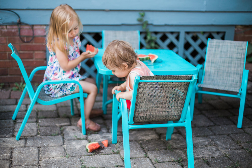 Agnes Szlapka Photography | cleveland photographer | little kids eating fruit on hot day