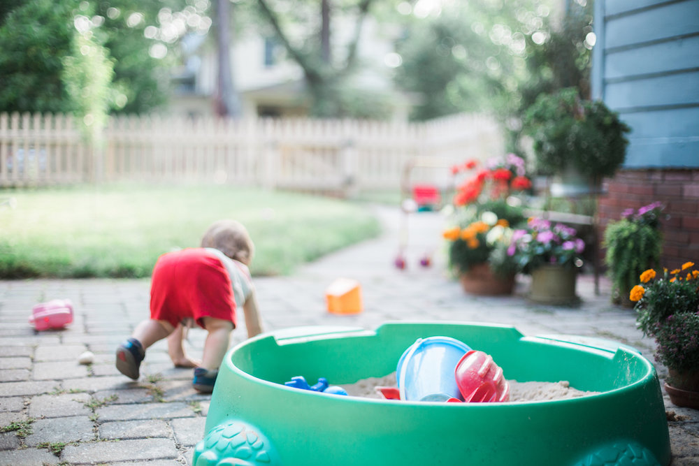 Agnes Szlapka Photography | cleveland photographer | little boy crawling in yard