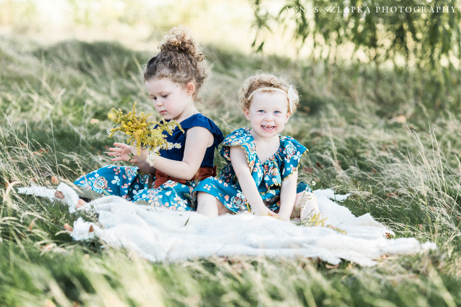 two sisters playing with wildflowers acacia park | cleveland OH family photographer