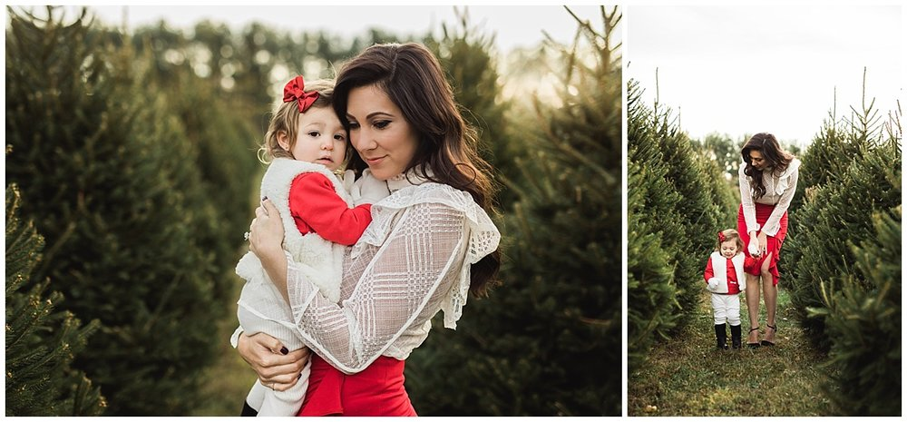mom and little daughter holiday session | cleveland, OH family photographer
