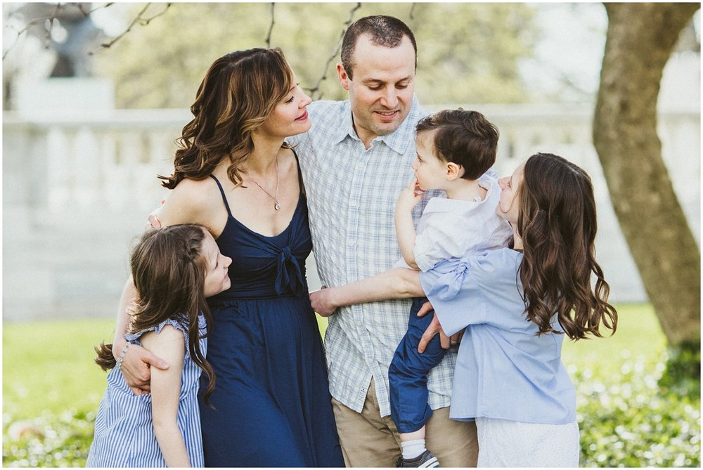 family of five at cleveland museum of art | Ohio family photographer