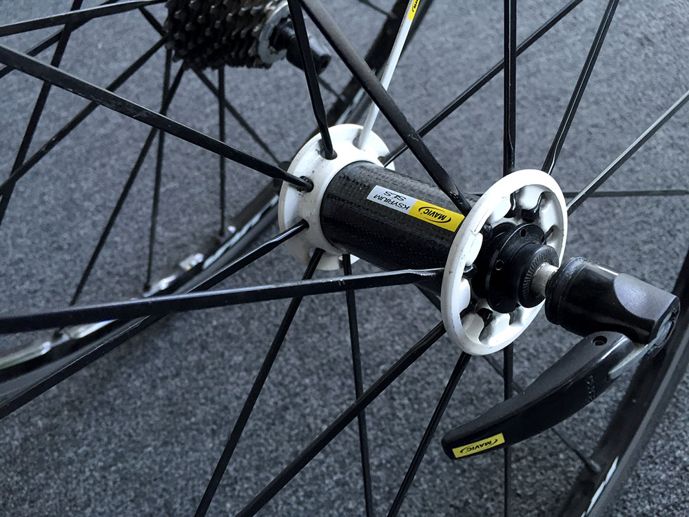 Front hub - carbon body.