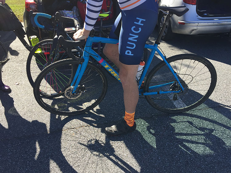 I'm not usually a Trek guy, but this bike looked pretty sweet - hard to see in the shade but the blue popped.