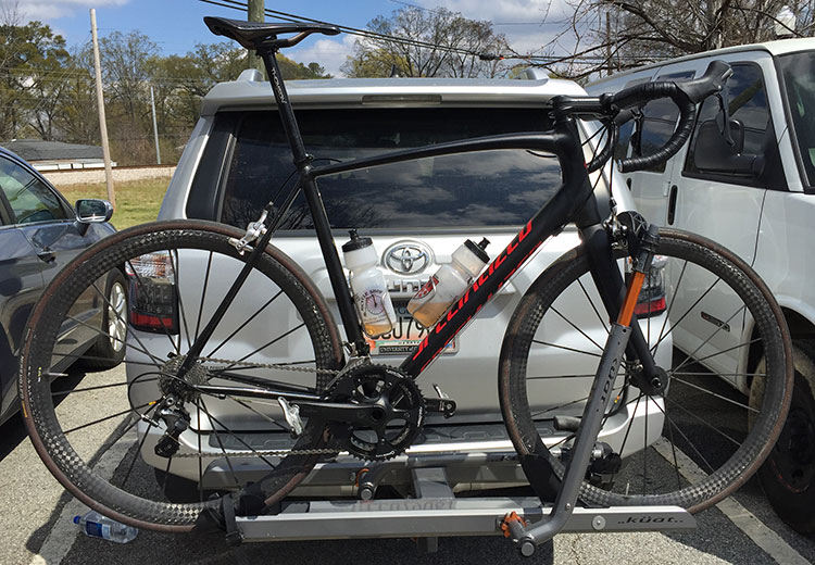 I saw a few of these, which was new to me: the Specialized Allez decked out in high end components. Usually I see this with CAAD10/12s, cool to see it on other alu frames. No logos on the wheels but they look like old Mavics to me.