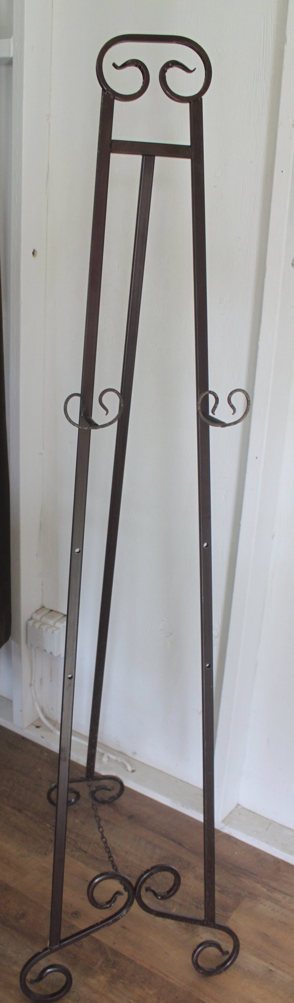 Scroll Floor Easel $15/ea.
