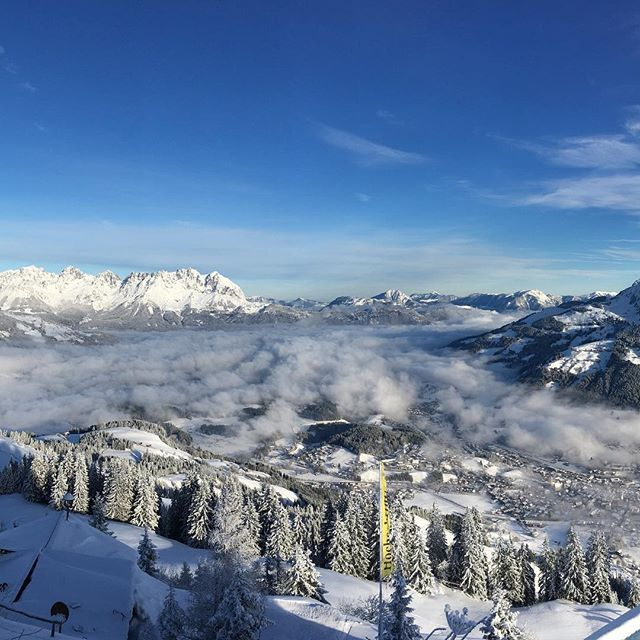Now that is a Bearig view;) Ready, set, 🎿❤️❄️ #nofilter #bearig #bearigworld #hahnenkamm #skiing