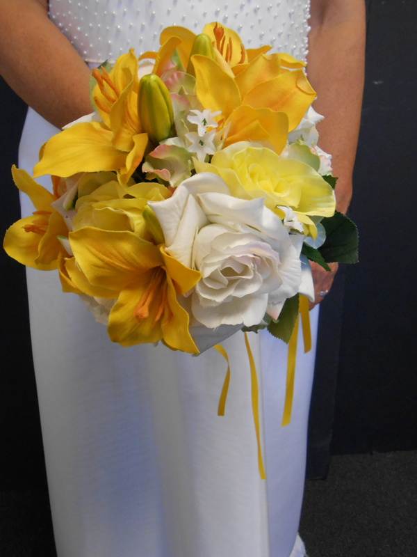 Yellow bright gold and white bridal bouquet