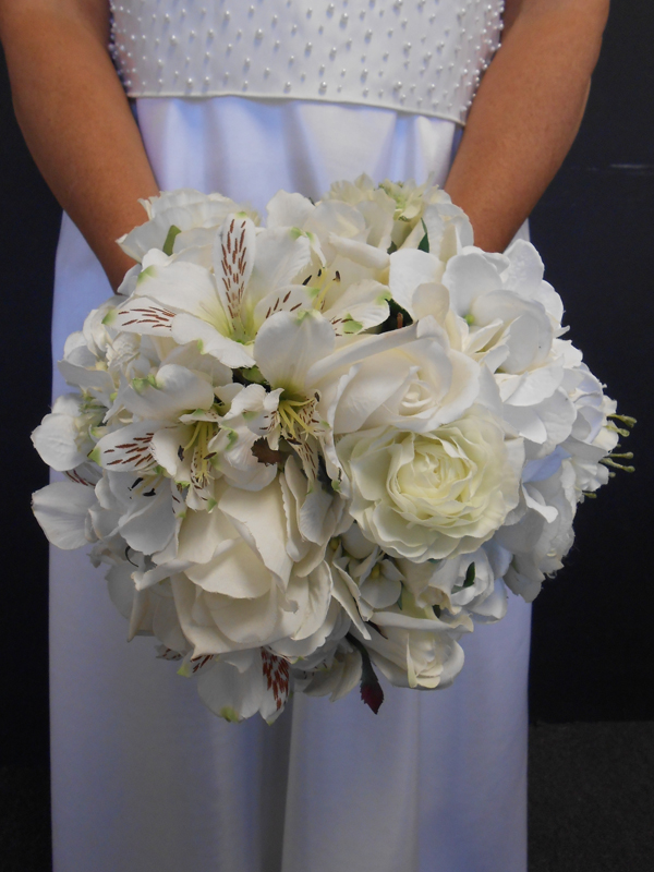 Classic mixed white bridal bouquet