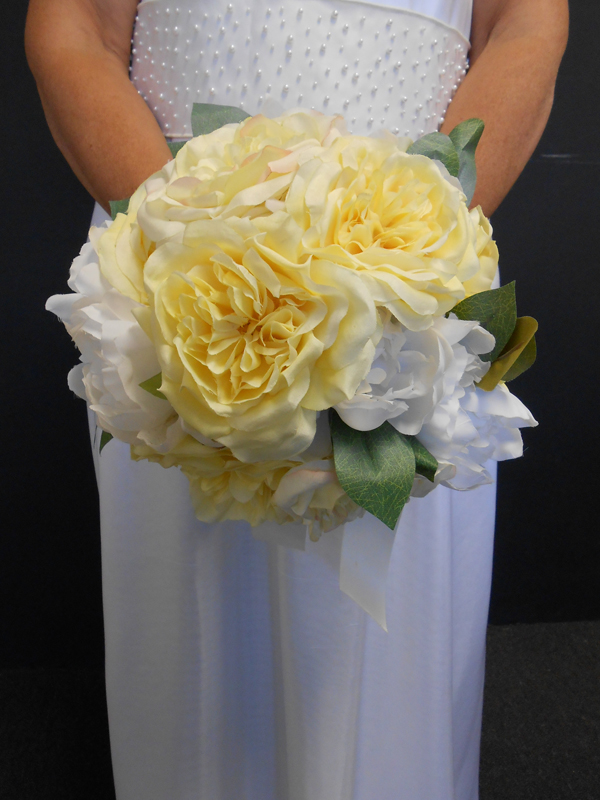 White and pale yellow bouquet