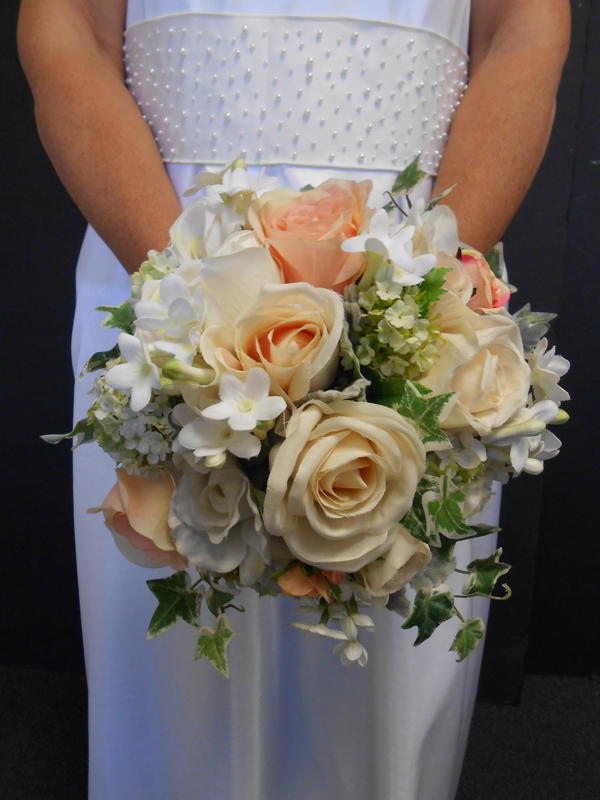 Peaches and cream bridal bouquet
