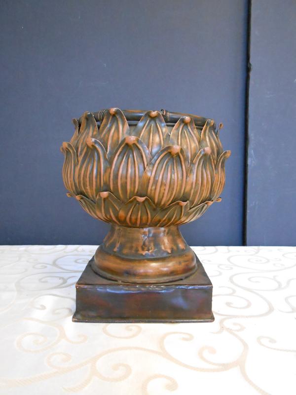 Metal artichokes urn