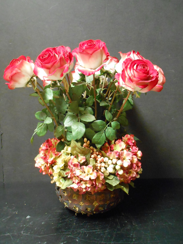 Two tone rose arrangement