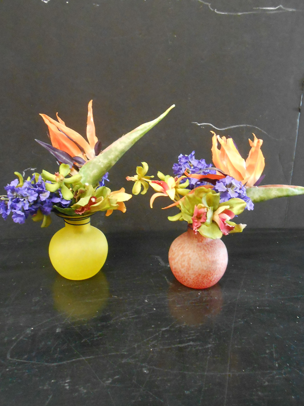 Bright floral in thread glass vase