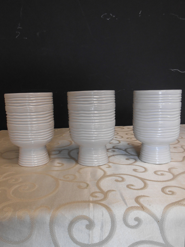 White ceramic ribbed pots