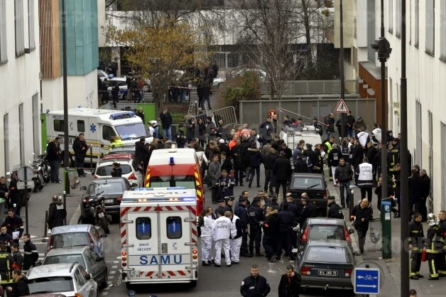 Tuần báo trào phúng Charlie Hebdo bị tấn công khủng bố, nguồn internet