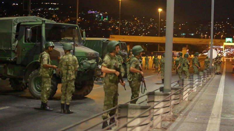 Quân đội đảo chánh tại Turkey. Nguồn internet.