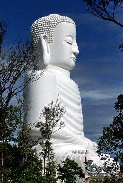 Tượng Phật Thích Ca nhìn nghiêng - Nguồn Internet.