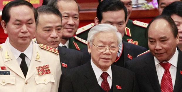 Từ trái sang phải:Trần Đại Quang, Nguyễn Phú Trọng,Nguyễn Xuân phúc. Nguồn internet.