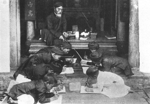 Lớp học ngày xưa tại Việt Nam.Nguồn internet.