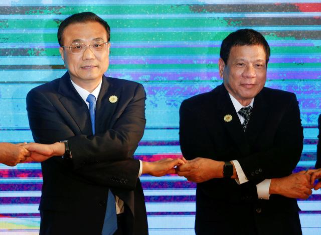Tổng thống Philippines Rodrigo Duterte và Thủ tướng Trung Quốc Nguồn internet..