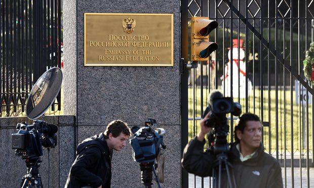 Mỹ trục xuất 35 nhà ngoại giao Nga do việc xâm nhập lấy tin nội bộ bầu cử của đảng Dân Chủ và Cộng Hòa để giúp tổng thống Donald Trump thắng cử. Nguồn internet.