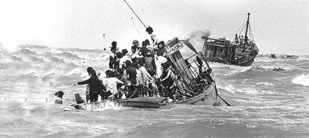 Người Việt Nam vượt biển tìm tự do sau 30 tháng 4 năm 1975. Nguồn internet.