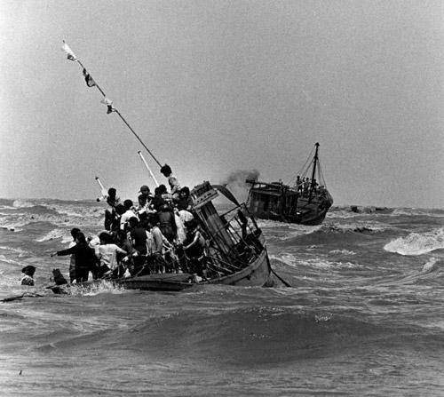 Người dân vượt biển tìm tự do sau ngày 30 tháng 4 năm 1975. (Nguồn internet).