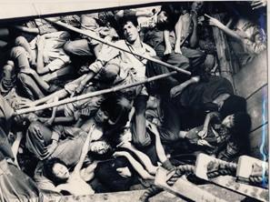 Quang cảnh người dân đói khát, nằm chết hay thoi thóp chờ chết trên thuyền vượt biển, nếu không may mắn đến được bến bờTự Do.