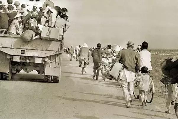 Chẳng người dân nào mà thích chiến tranh, dù là chiến tranh giải phóng do bộ đội bác Hồ mang tới. Cho nên bỏ chạy trước khi được giải phóng.