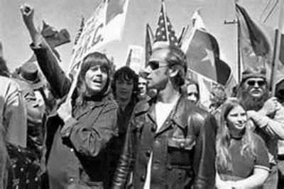 Đào phản chiến Jane Fonda trong một cuộc biểu tình phản chiến
