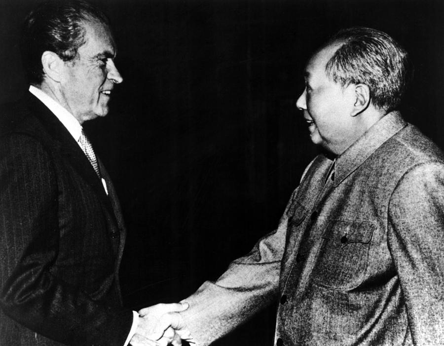 richard-nixon-mao-zedong-in-china-1972-everett.jpg