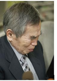 Ông tòa Kumamoto Norimichi (71 tuổi) đã khóc khi nghe tin Hakamata được phóng thích