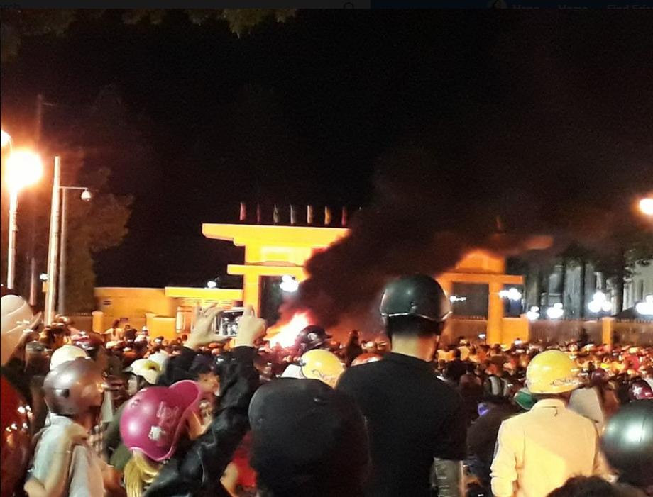Biểu tình của người dân tại Phan Thiết. Ngày 10 tháng 6, 2018. Nguồn internet.
