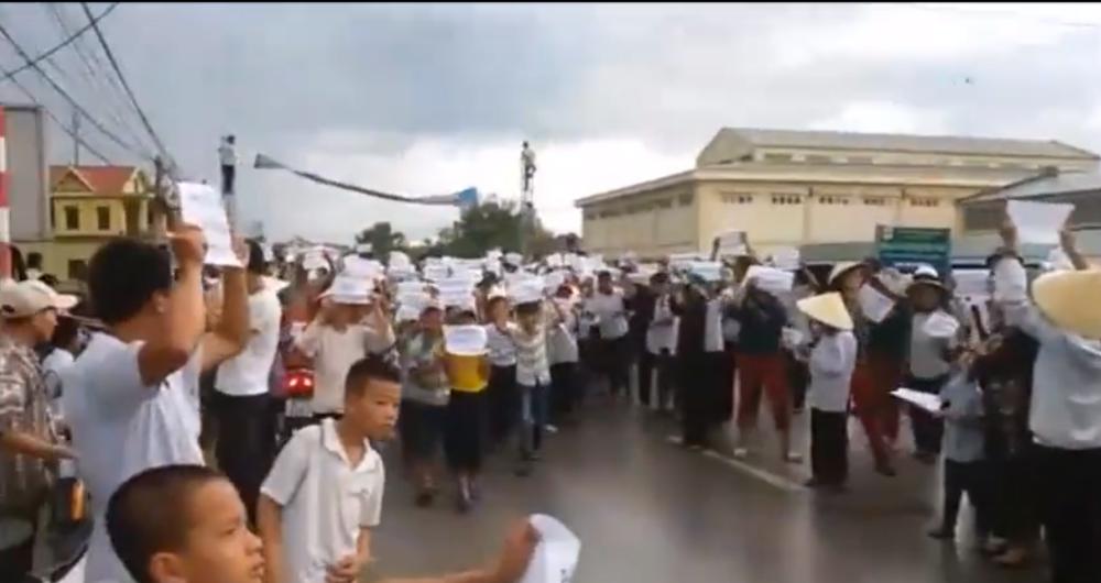 Biểu tình của giáo xứPhúc Lộc Nghệ An. Nguồn internet.