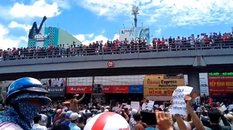 Người dân Saigon biểu tình chống luật đặc khu và an ninh mạng ngày 10 tháng 6 năm 2018. Nguồn internet.