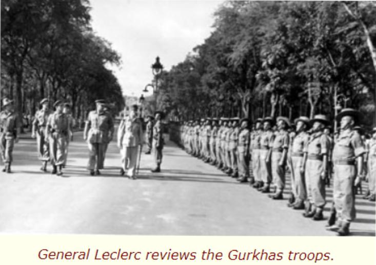 Tướng Leclerc, tư lệnh quân viễn chinh Pháp theo lực lượng Anh vào giải giới quân Nhật, đang duyệt binh trên đại lộ Thống Nhất (Norodom) Sàigon